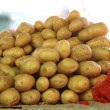 Fresh potatoes in market — Stockfoto