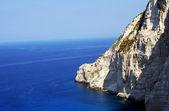 Zakynthos Adası'nda kenarı beyaz rock — Stok fotoğraf