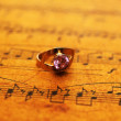 Ring on music sheet — Stock fotografie