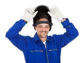 Retrato de soldador confiante na máscara — Foto Stock