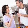 Senior couple cooking at home — Stockfoto