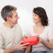 Man giving a present to woman — Stock Photo