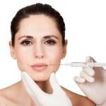 kosmetolog gör ansiktet injektion till kvinna — Stockfoto