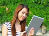 Young woman using tablet touch computer — Photo