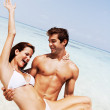 Romantic young couple having fun on the beach - Foto Stock