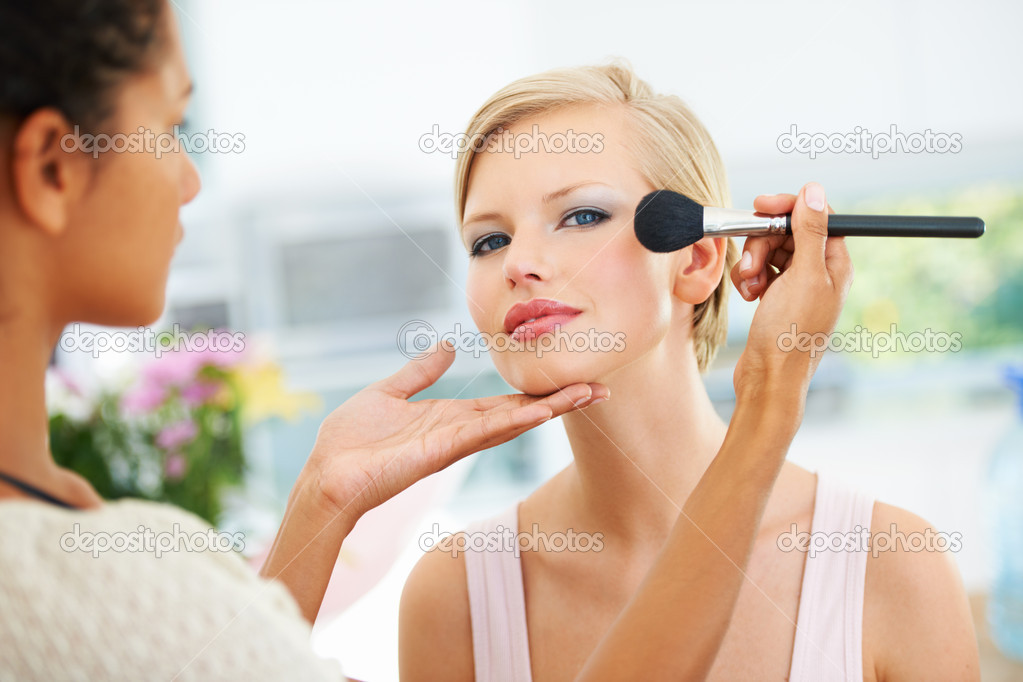 Pretty young female model having her makeup applied before her photoshoot — Stock Photo #12237263