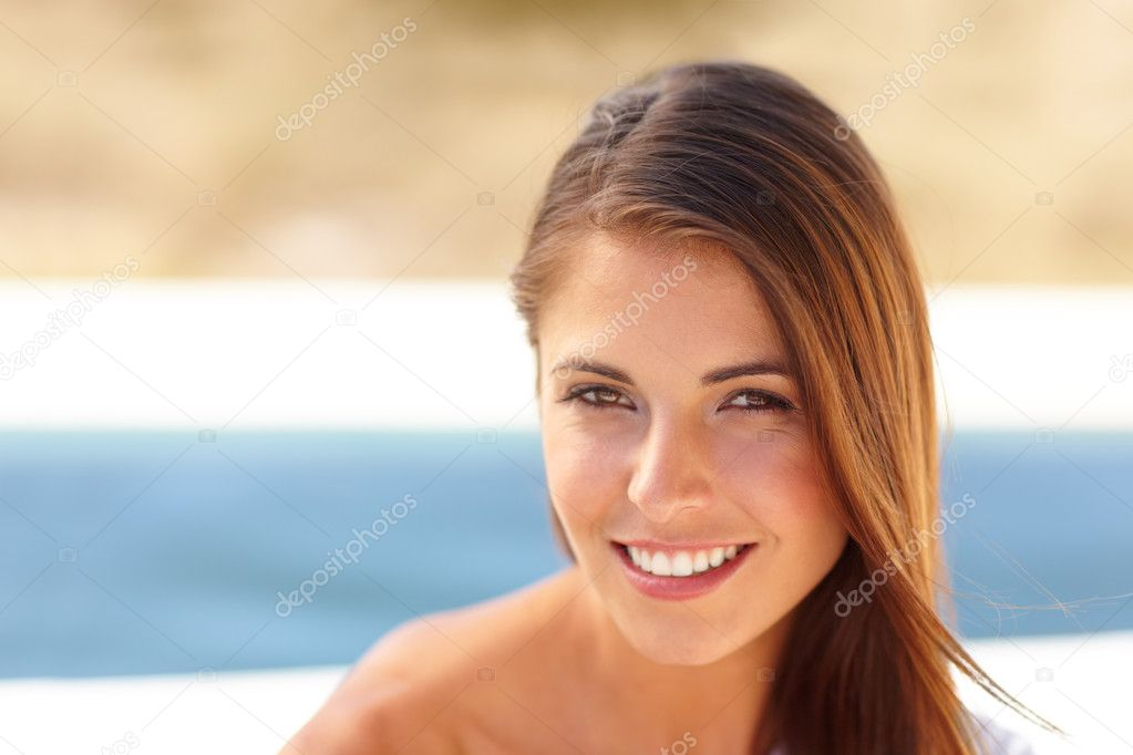 Portrait of a pretty brunette girl sitting outdoors  -Copyspace — Stock Photo #12238984