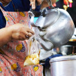 Cook pouring contents of kettle into a bag - Foto Stock