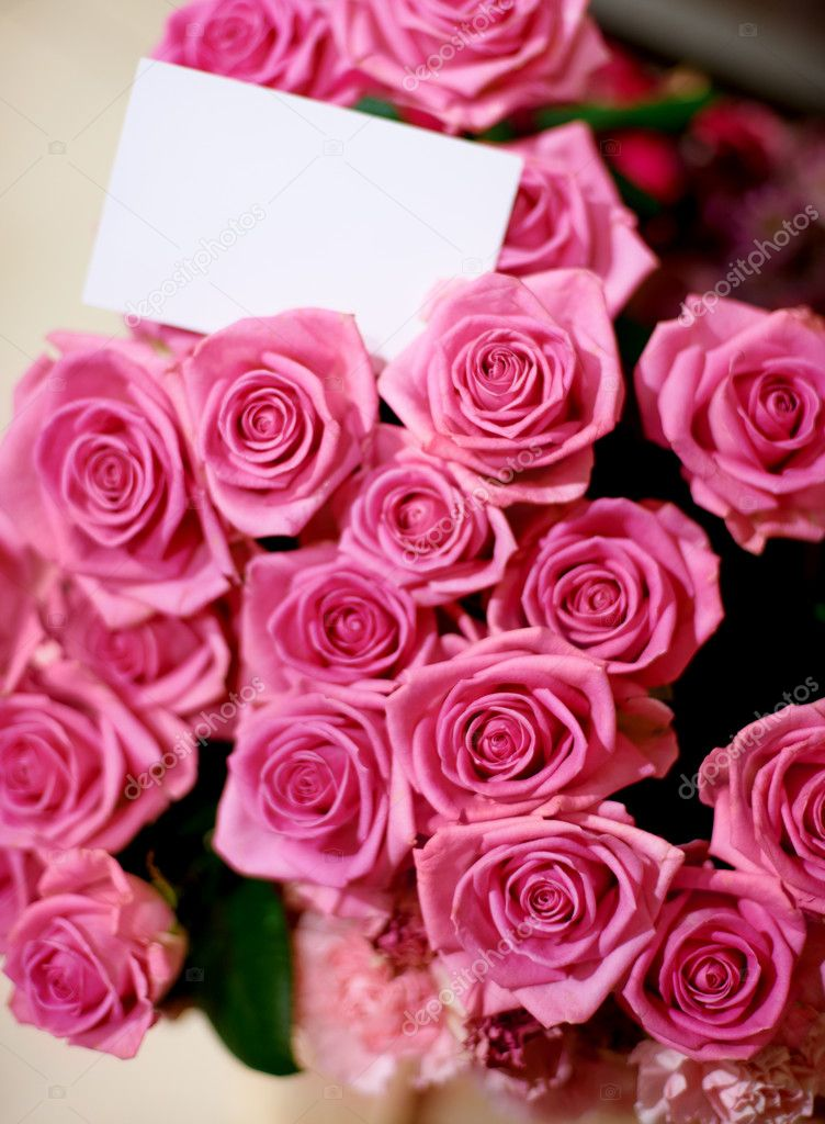 A beautiful bunch of roses with a blank card — Stock fotografie #12240087