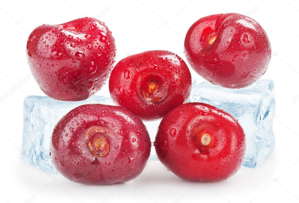 Ice Cherries. Fresh cherries with ice cube — Stock Photo #10985879