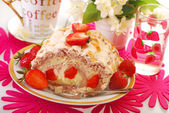 Meringue swiss roll with strawberry and almonds — Stock Photo