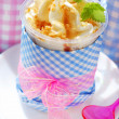 Ice cream with caramel and nuts — Stockfoto