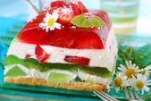Strawberry and kiwi jelly cake — Stock Photo
