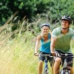 Mountainbike couple outdoors — Stock Photo