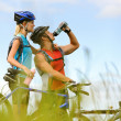 Mountain bike couple drinking — Stock Photo