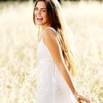 hermosa chica camina — Foto de Stock   #11490075