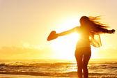Silhouet vrouw strand — Stockfoto