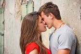 Couple kissing — Stockfoto