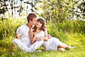 Teenage couple sitting in park — Stock Photo