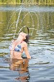 Młoda kobieta w wodzie — Zdjęcie stockowe