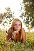 Young girl in park — Stock Photo