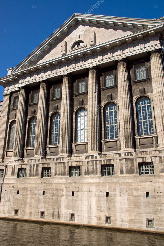 The Pergamonmuseum on the island of museums in Berlin — Stock Photo #10804714