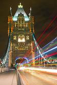 Auf der tower bridge in london — Stockfoto