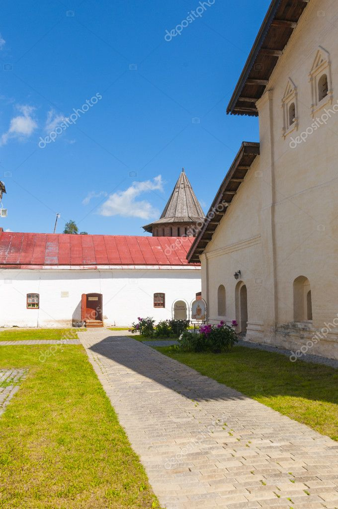 The streets and courtyards of the old Suzdal — Stock Photo #11904435
