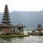 Temple volcano carter lake bali — Stock Photo