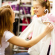 Mother and daughter shopping - Stockfoto