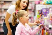Moeder en dochter winkelen — Stockfoto