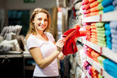 Woman shopping for towels — Stock Photo