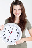 Teen fille tenant grosse horloge sur blanc — Photo