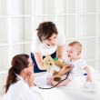 Mother and baby in pediatrician office — Stock Photo