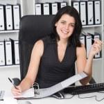 jonge zakenvrouw werken in office — Stockfoto