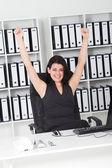 Alegre empresaria en oficina — Foto de Stock