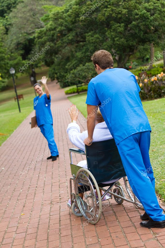 Medical worker saying good bye to patient outdoors — Stock Photo #11281125
