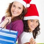 mutlu anne ve kızı ile Noel alışveriş torbaları — Stok fotoğraf #11308070