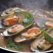 Fresh mussels cooking in frying pan — ストック写真