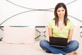 Young woman using laptop computer — Stock Photo