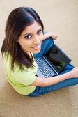 Young beautiful woman using laptop — Fotografia Stock