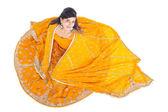 Indiase vrouw in traditionele kleding sari — Stockfoto