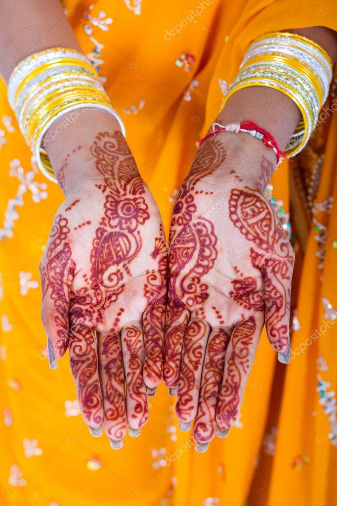 Mani di donna indiana con henn foto stock michaeljung for Piani di progettazione domestica indiana con foto