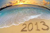新的一年 2013年数字海洋海滩沙地上 — 图库照片