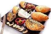 Brood gevulde paddestoel, blauwe kaas en pastram — Stockfoto