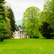 Mansion in the park — Stockfoto