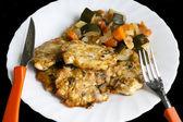 котлеты из курицы с овощами — Стоковое фото