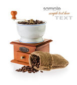 Grinder and coffee beans — Stockfoto