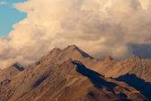Storm over alpinre tundra mountain ridges — Stock Photo