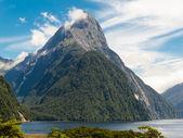 フィヨルドランド国立公園、ニュージーランドのミルフォード サウンド、マイター ピーク — ストック写真
